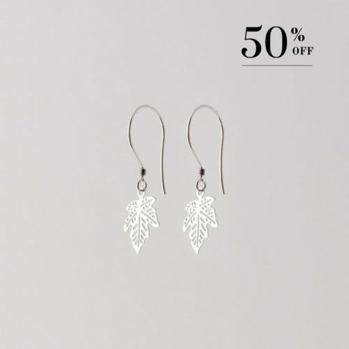 Maple leaf earrings silver
