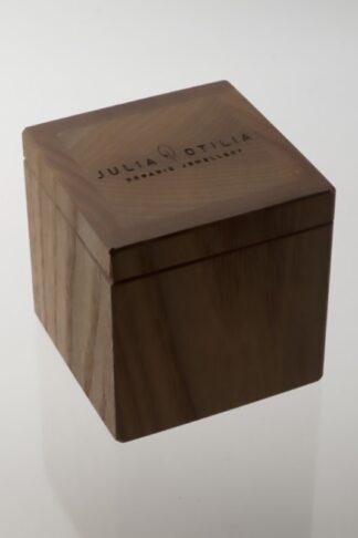 wooden sustainable ethical conscious medium oak tree jewellery box